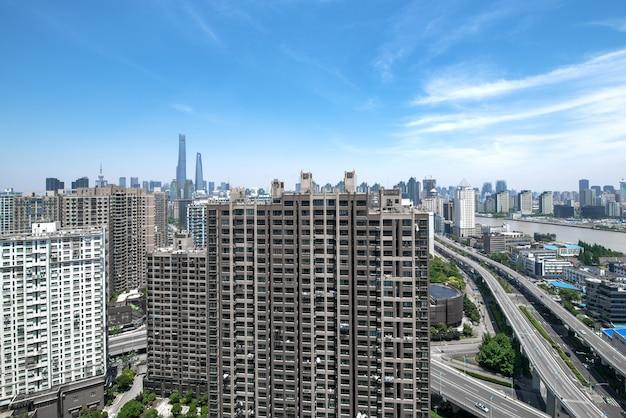 Вид на город шанхай, с восточной жемчужной башней, достопримечательность шанхая