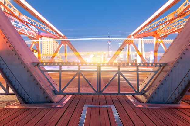 Ночь современного моста