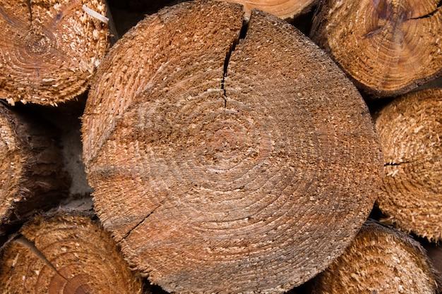 ひびの入った木板