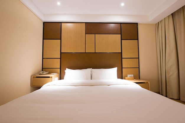 Роскошная современная спальня в японском стиле.