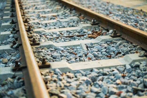 Железная дорога с солнечным светом