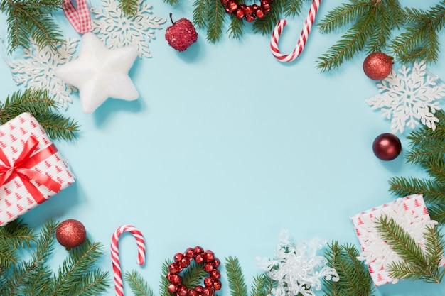 青の背景にクリスマスの境界線