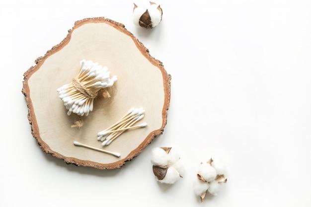 竹製イヤースティック、綿、プラスチックは含まれていません。ボディケアのための廃棄物ゼロのコンセプト。惑星を救う。