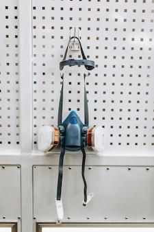 多目的人工呼吸器ハーフマスクまたは白で隔離される有毒ダスト人工呼吸器ハーフマスク。