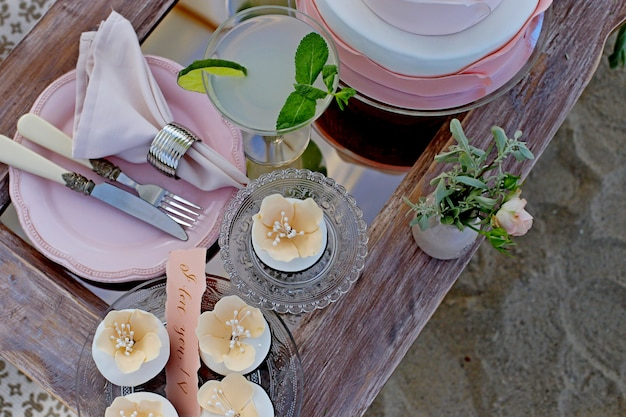 結婚式やその他のイベントイベントのディナーにご利用いただけるテーブルです。