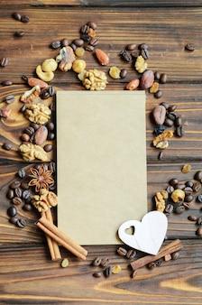 コーヒー豆のフレームに囲まれたペーパークラフトのメモ帳