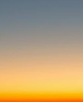 夏の休日、抽象的なぼかし夕焼けグラデーション空背景の概念