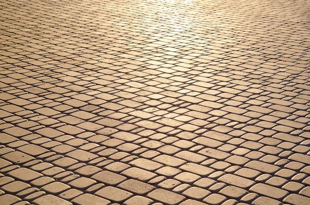 石畳のテクスチャが日光に照らされて