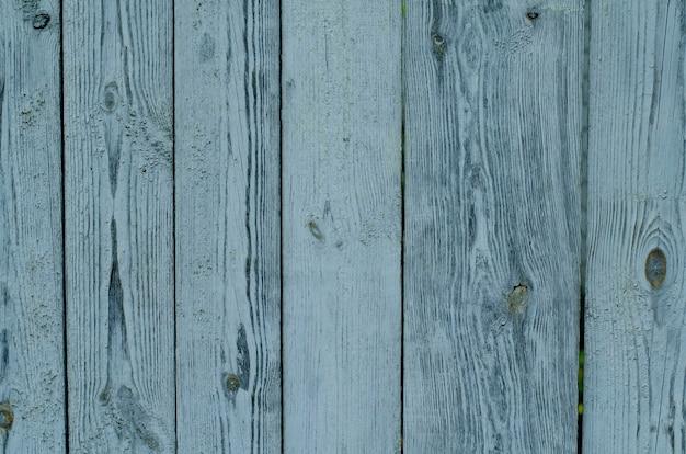 ひびの入った風化した緑および青塗られた木の板テクスチャ