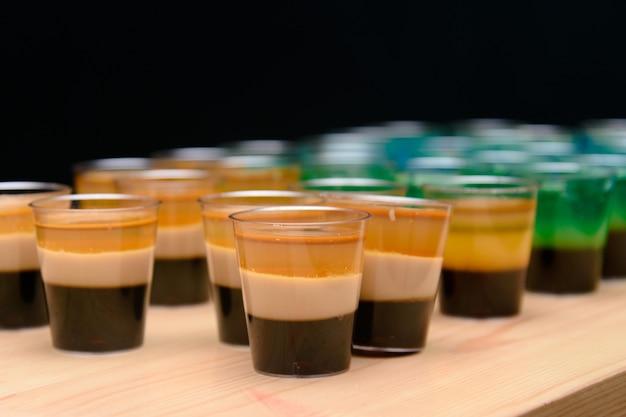 アルコールジェリーショット、面白いパーティートリート、レイヤードショット