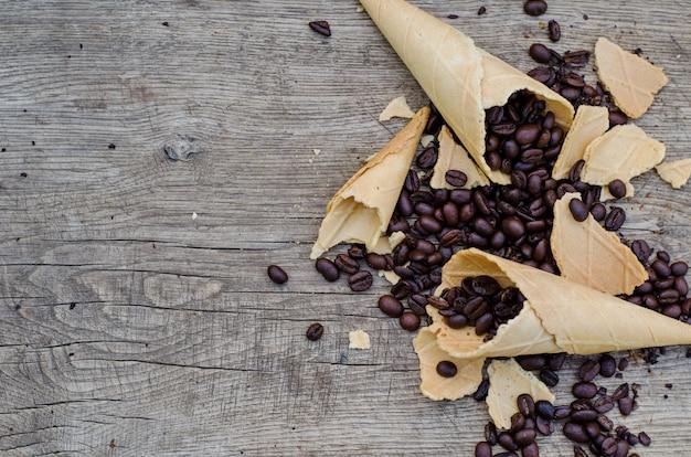 Сахарные шишки с кофейными зернами
