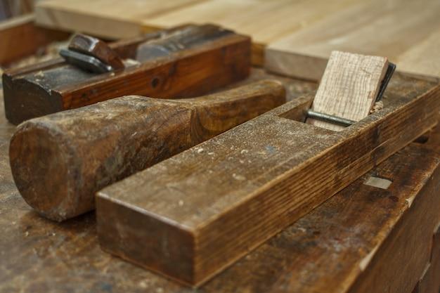 平面と木槌