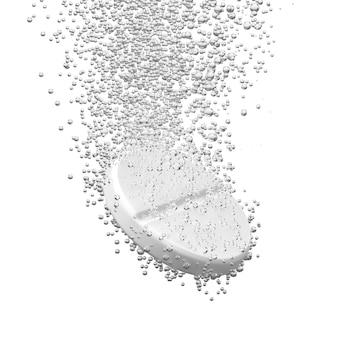 Шипучая таблетка растворяется