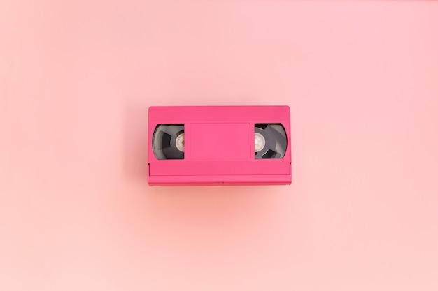 ピンクのビデオカセットテープ