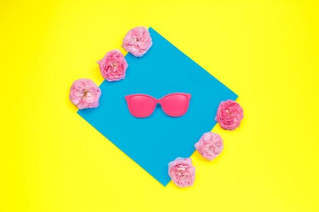 明るいピンクのサングラス