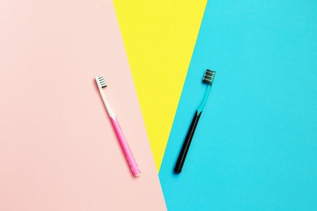 黄色、青、ピンクの歯ブラシ。歯のクリーニング。美しさと健康。健康な歯。