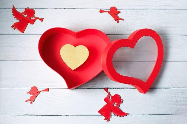 ハート形のギフトボックス。上面図。幸せなバレンタインデー。