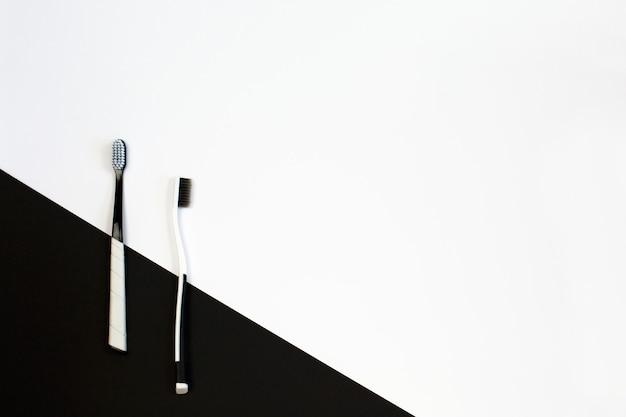 手動歯ブラシは白と黒の背景に設定します。