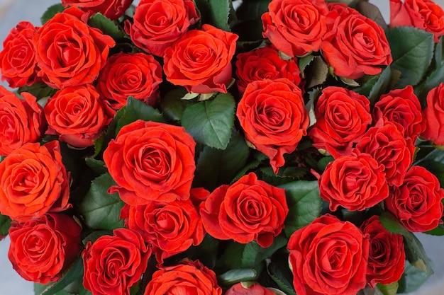 Природные красные розы фон крупным планом текстуры