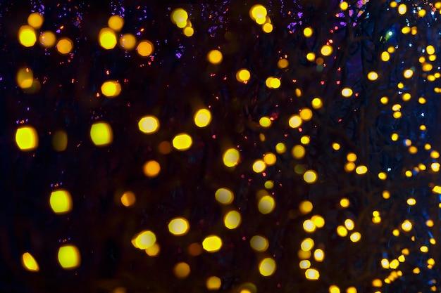 黄色のボケ抽象的な光の背景、クリスマスの夜の光の休日のためのぼやけライト