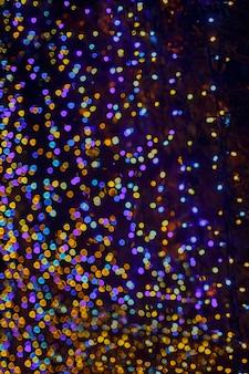 カラフルなボケ抽象的な光の背景、クリスマスの夜の光の休日のためのぼやけライト