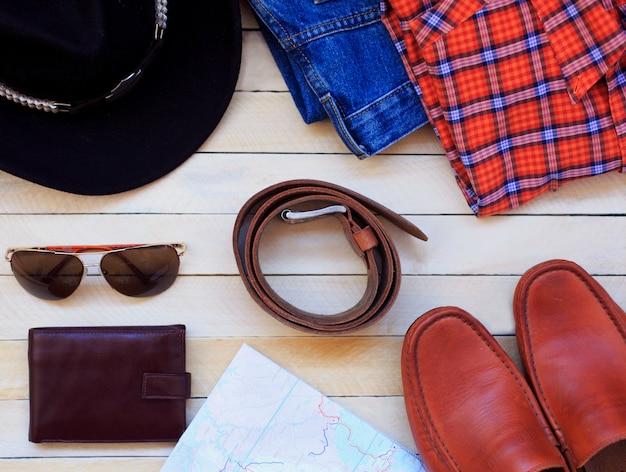 Мужская повседневная одежда с мужской одеждой, туристическими препаратами и аксессуарами