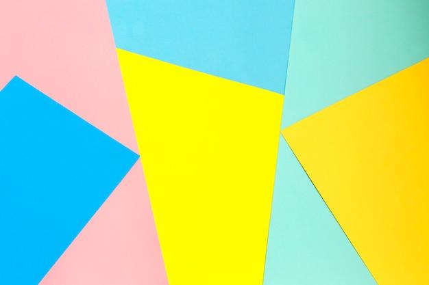 さまざまな色の紙からの多色の背景。