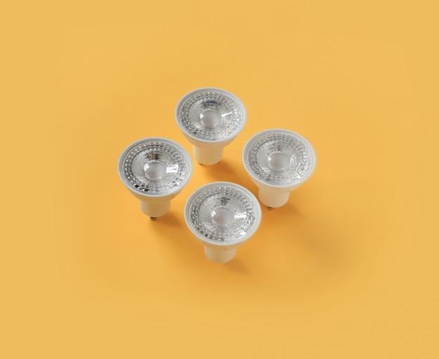 現代ランプはスポットライトを導きました