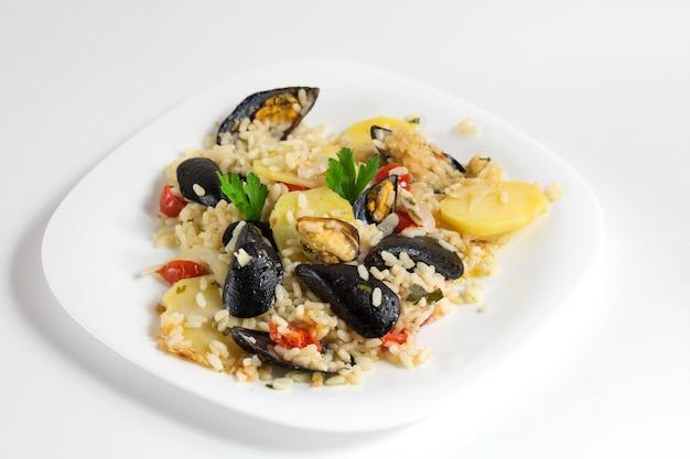米、ジャガイモ、ムール貝、伝統的なプーリア料理、イタリア料理