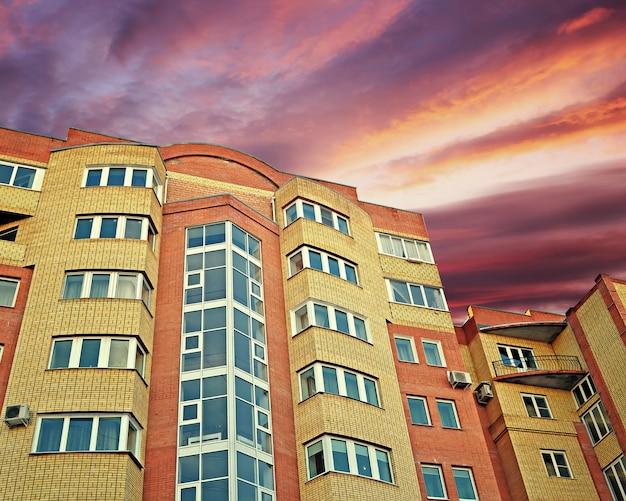 Новый многоэтажный жилой дом