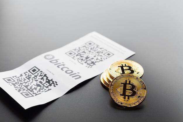 ビットコイン黄金のコインと紙の領収書