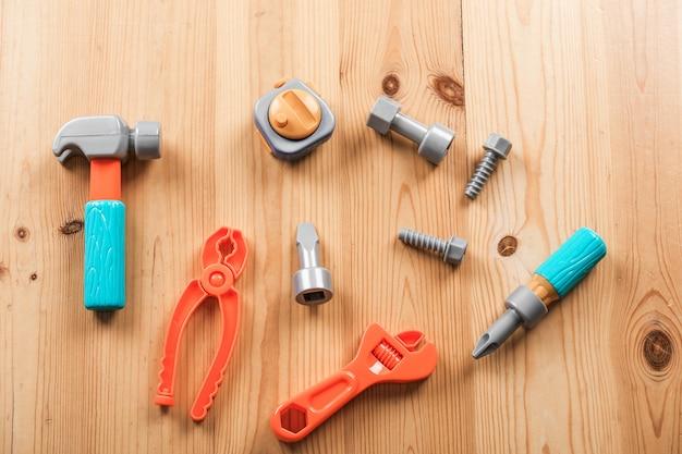 木製の子供用ツール