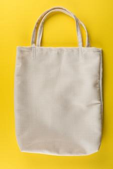 Эко-сумка из белого хлопка. экология или концепция защиты окружающей среды. белая эко сумка