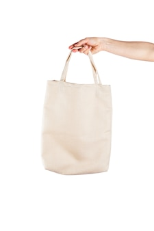 Женщина с хлопка эко сумка на белом фоне. экология или концепция защиты окружающей среды. белая экологическая сумка для макета
