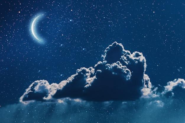 星と月と雲と夜の空。