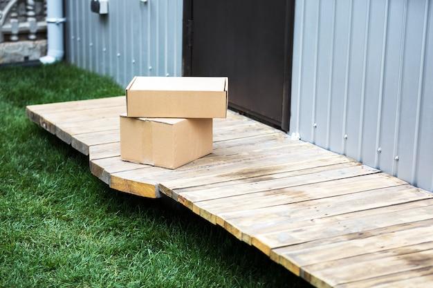 宅配段ボール箱。安全な宅配。