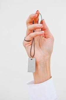 Рука стильное ожерелье.