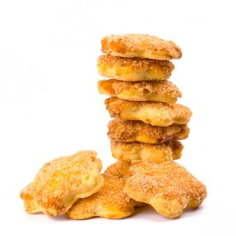 白い背景の上のクッキーのスタック