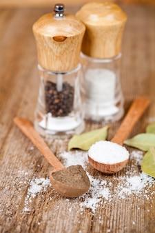 塩とコショウ