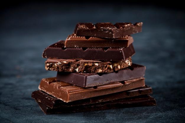 チョコレートバーの部分は黒の背景にスタックします。