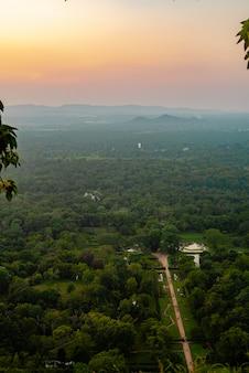 高所からの美しい夕日アジアスリランカ