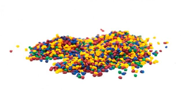 射出成形プロセス用の着色プラスチック顆粒
