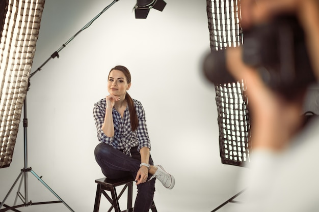 スタジオでのプロの写真撮影
