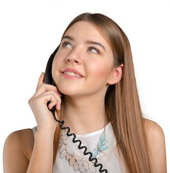 電話で話している女性