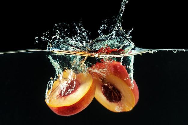 桃は泡で水に落とした