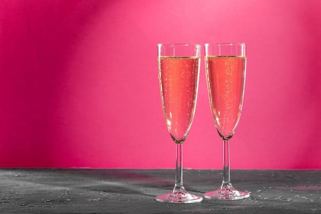Два бокала игристого вина
