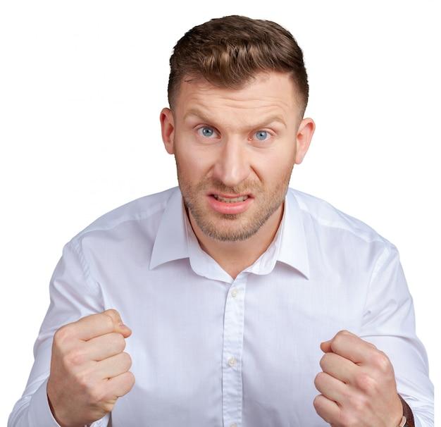 Портрет сердитого молодого человека