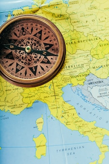 コンパス、地図の背景