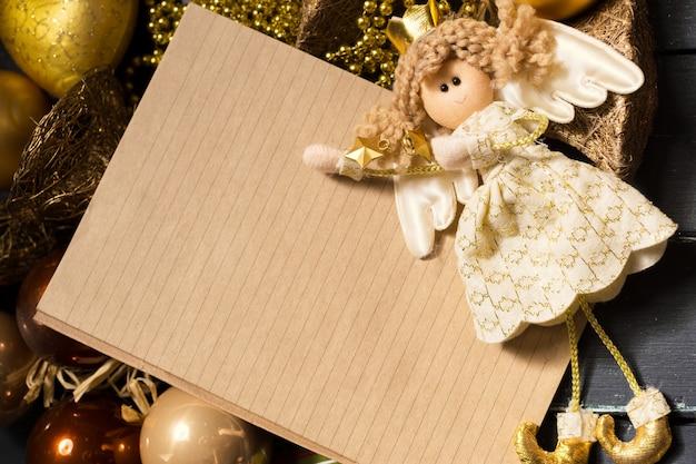 グリーティングカードはクリスマスの飾りとモックアップ