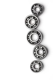 歯車の金属製の車輪、白で隔離されます。